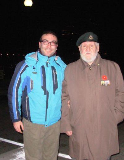 Ottawa, 10 novembre 2007. Insieme a un reduce dell'Esercito britannico della 2ª guerra mondiale (Cerimonia della Vittoria della Grande Guerra)