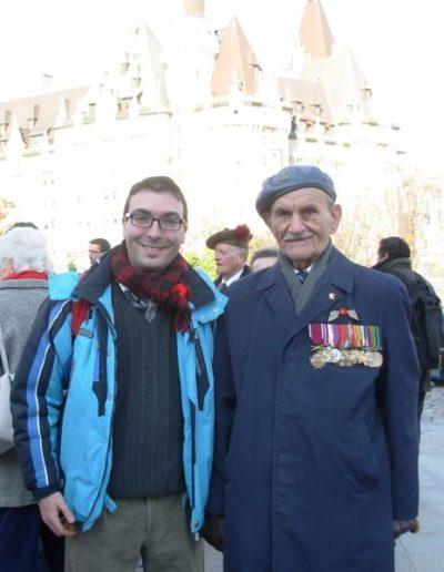 07.Ottawa, 11 novembre 2007. Insieme a un reduce dell'Aeronautica polacca della 2ª guerra mondiale (Cerimonia della Vittoria della Grande Guerra)