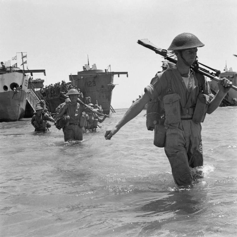 British_troops_wade_ashore_during_the_invasion_of_Sicily,_10_July_1943._NA4275