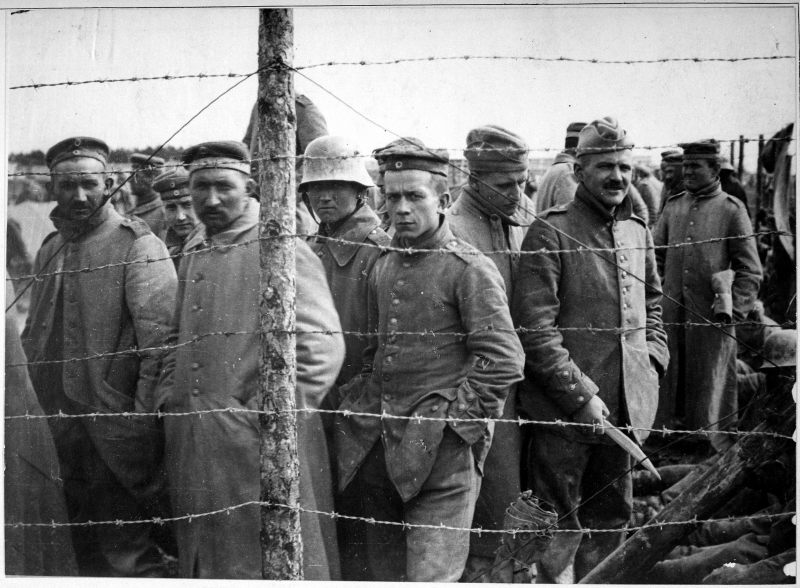 German_prisoners_in_a_French_prison_camp._French_Pictorial_Service.,_1917_-_1919_-_NARA_-_533724